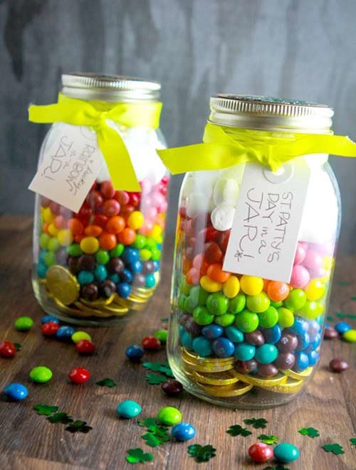 поощрение учеников на уроке: конфеты в банке